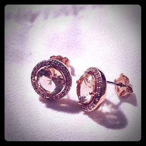 💥Bundle 2 for $30; Nadri rose gold studs